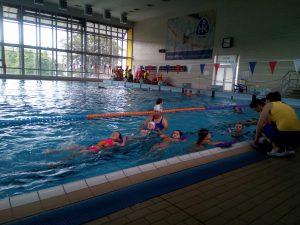 Už plaveme ve velkém bazénu
